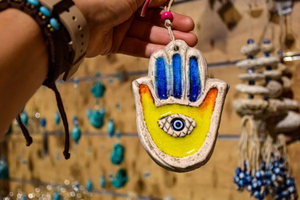 Ręka Fatimy – co to jest, skąd pochodzi i co oznacza?