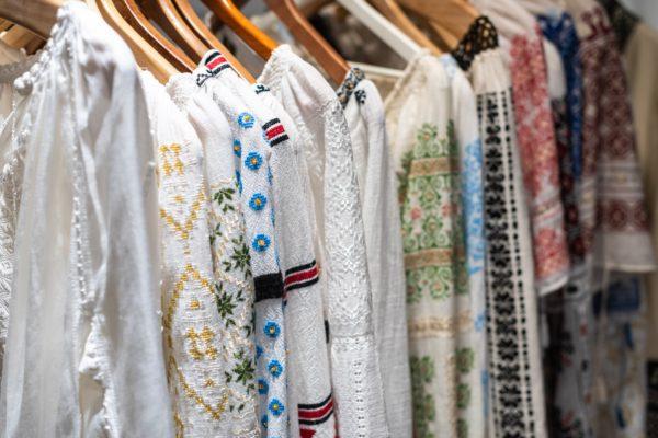 Tkaniny na lato – co nosić w Maroku?