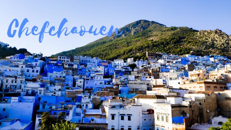 Chefchaouen Blue Pearl of Morocco Niebieskie Miasto niebieskie budynki na tle gór