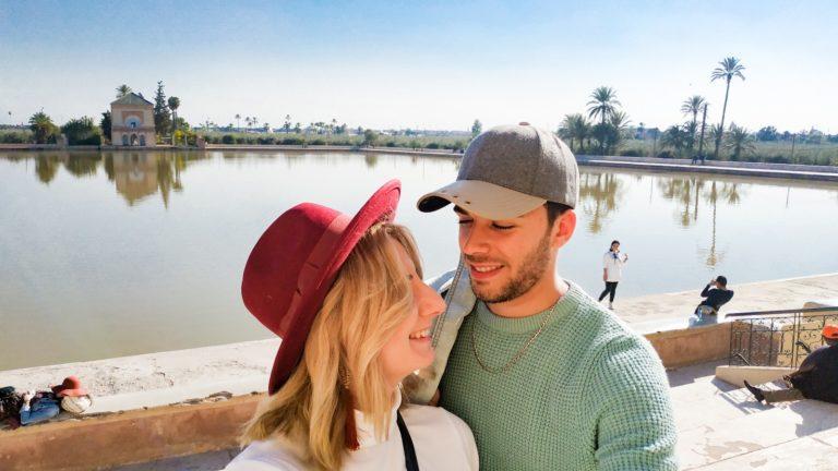 Polka i Marokańczyk patrzą na siebie