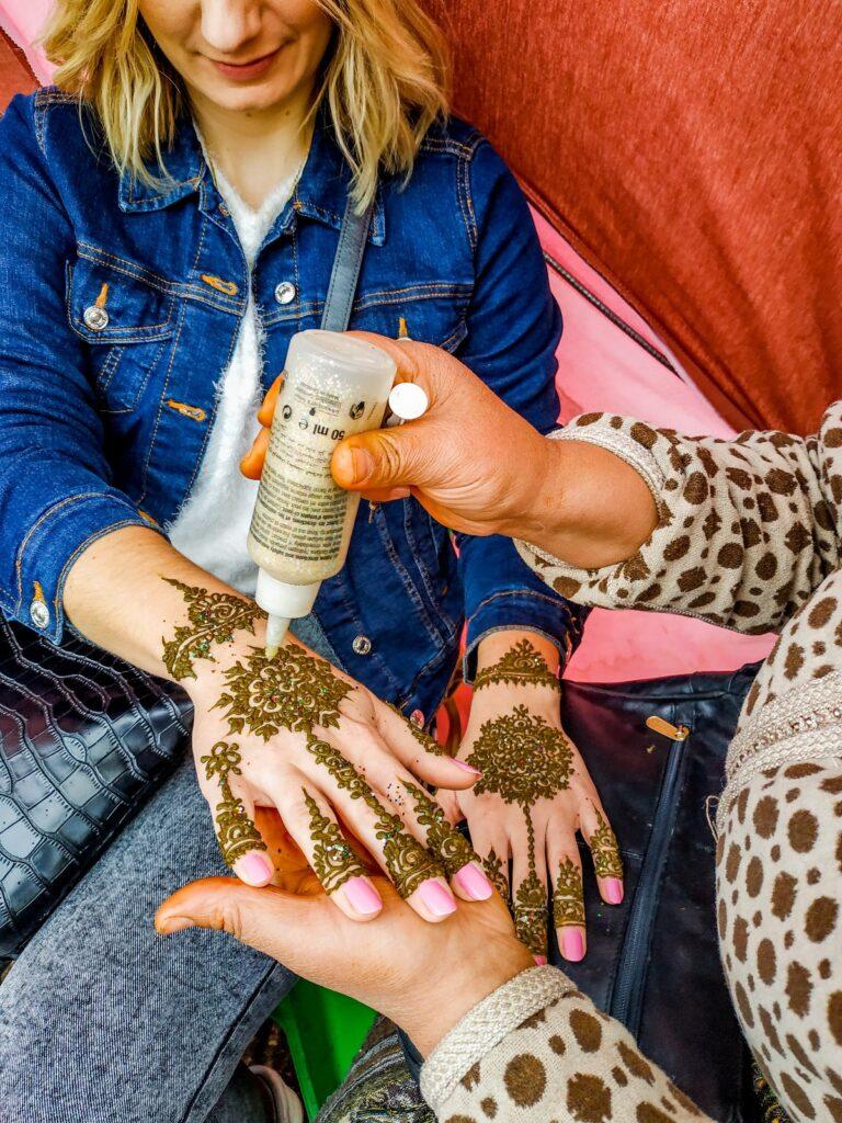 henna na dłoniach, tatuaż z henny w Maroku