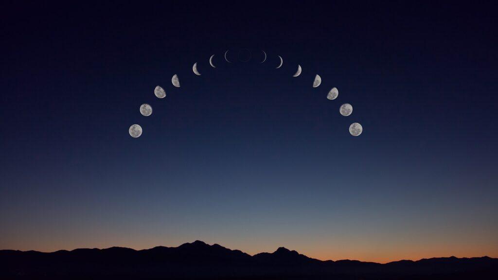 fazy księżyca na niebie